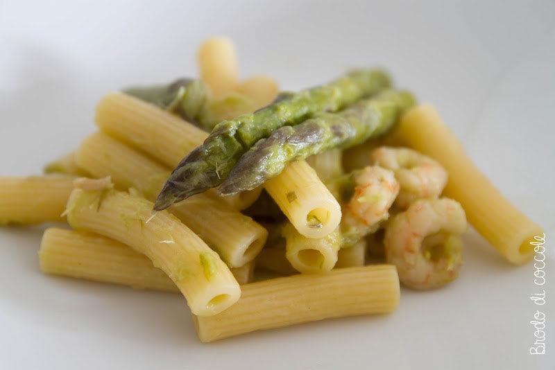 Pasta con asparagi e gamberi