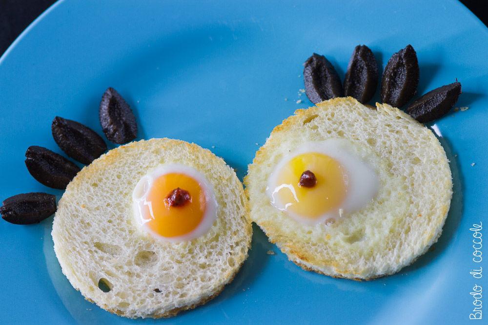 Occhietti di mostro - Crostini con uova di quaglia per Halloween
