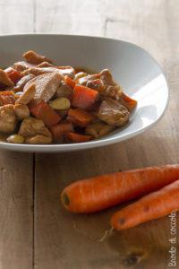 Pollo con carote e mandorle