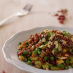 Riso rosso con zucchine, pisellie bacche di goji