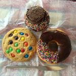 New York - Colazione con cookies, donut e cupcake,