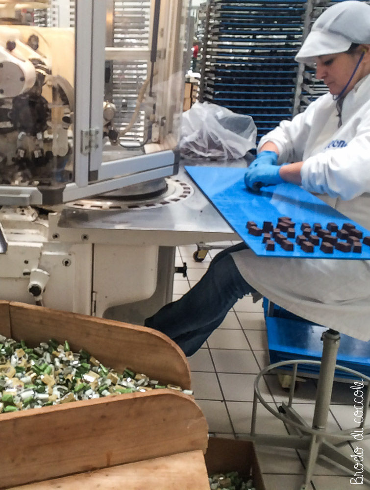 Pastiglie Leone - Confezionamento del cioccolato