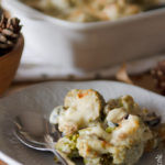 Broccoli gratinati con salsa di acciughe e olive nere