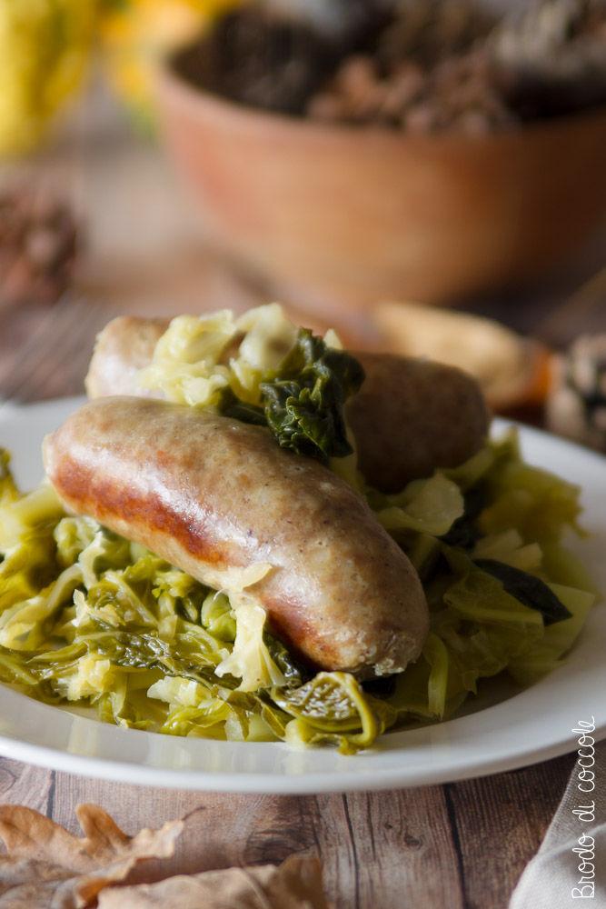 Verza e salsiccia in tegame