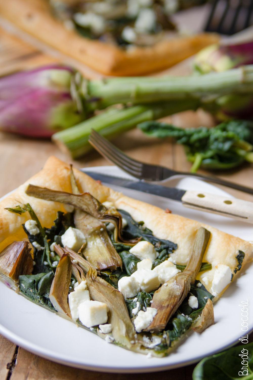 Sfogliata con carciofi, spinaci e feta