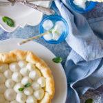 Sfogliata dolce con crema al cioccolato bianco e menta