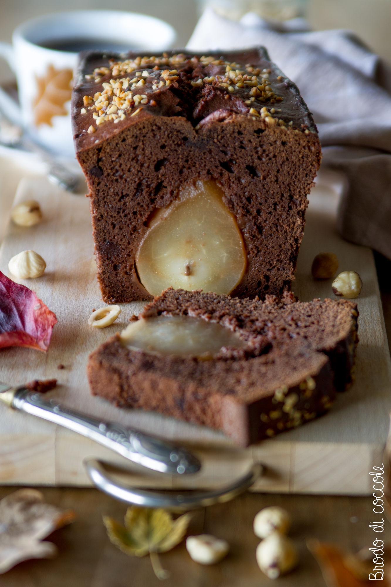 Plumcake con cacao, pere e nocciolee
