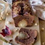 Plumcake con cacao, pere e nocciole
