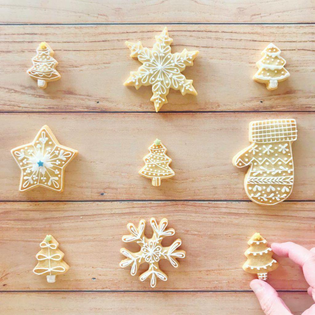 Biscotti decorati con la ghiaccia reale