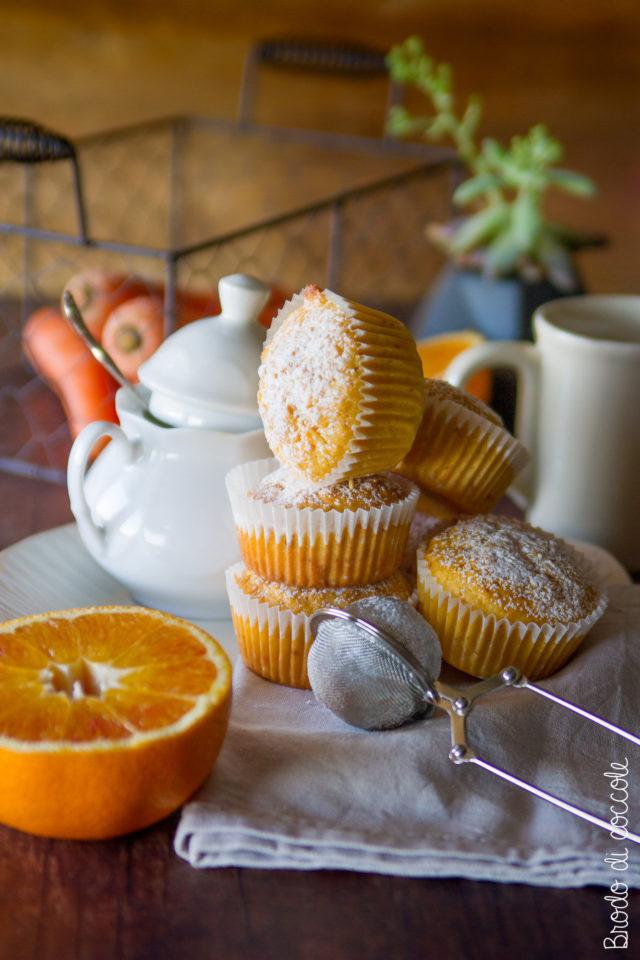 Muffin con carote, arancia e mandorle