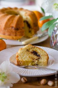 Ciambella alla panna con arancia, cioccolato e pistacchi