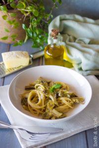 Spaghetti con carciofi, acciughe e pecorino