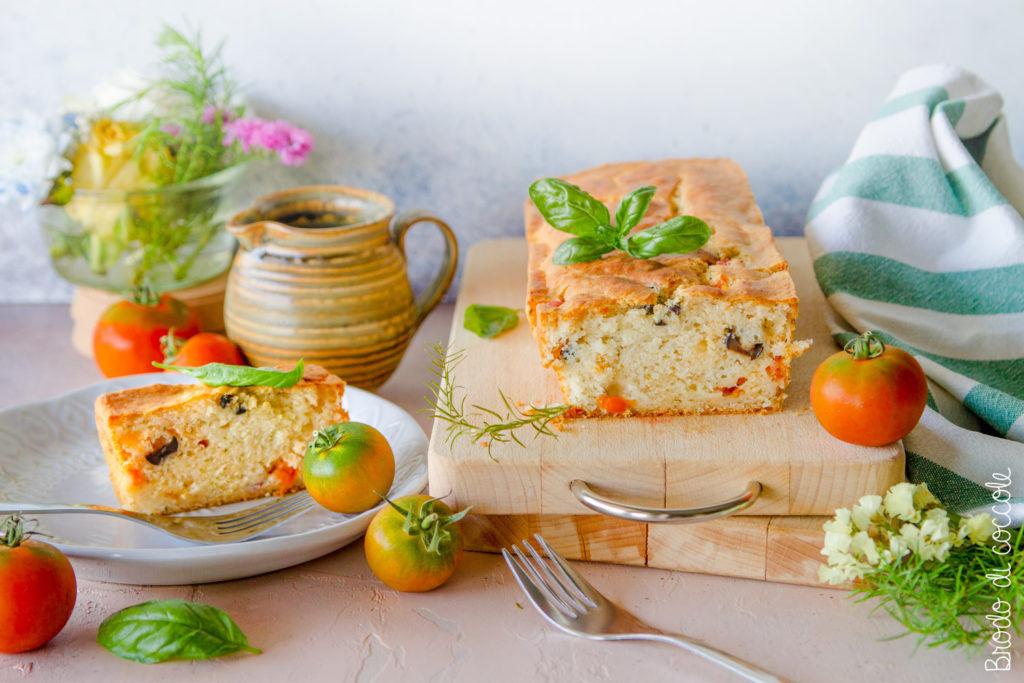 Plumcake salato con pomodori e olive (senza uova e senza lattosio)